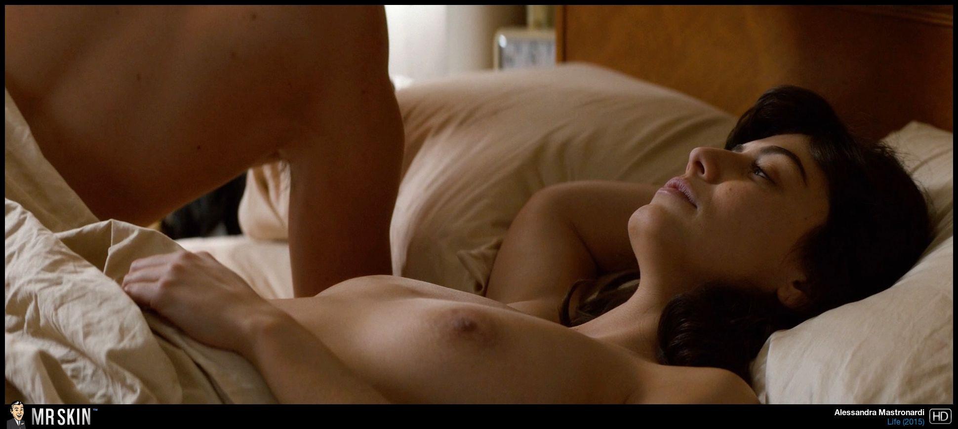 Model emily ratajkowski nude tits pussy selfies while bathing photo