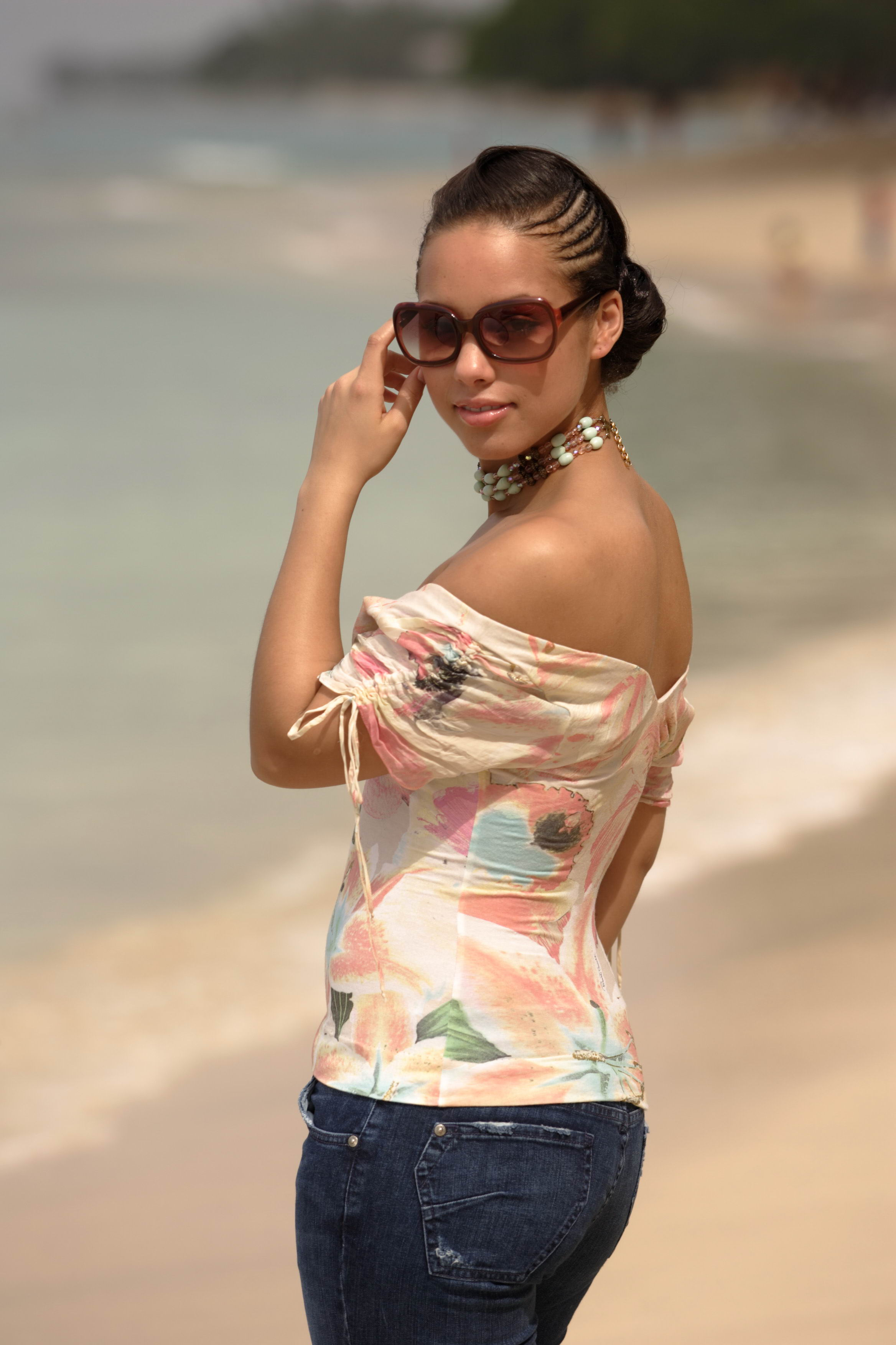 Алиша Кис (Alicia Keys) в фотосессии на острове Барбадос (2005