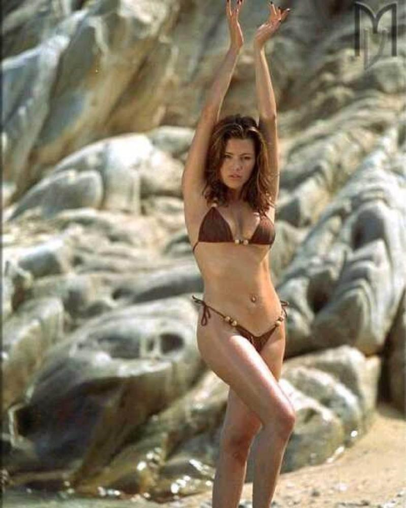 alice-machado-bikini-nude-gif