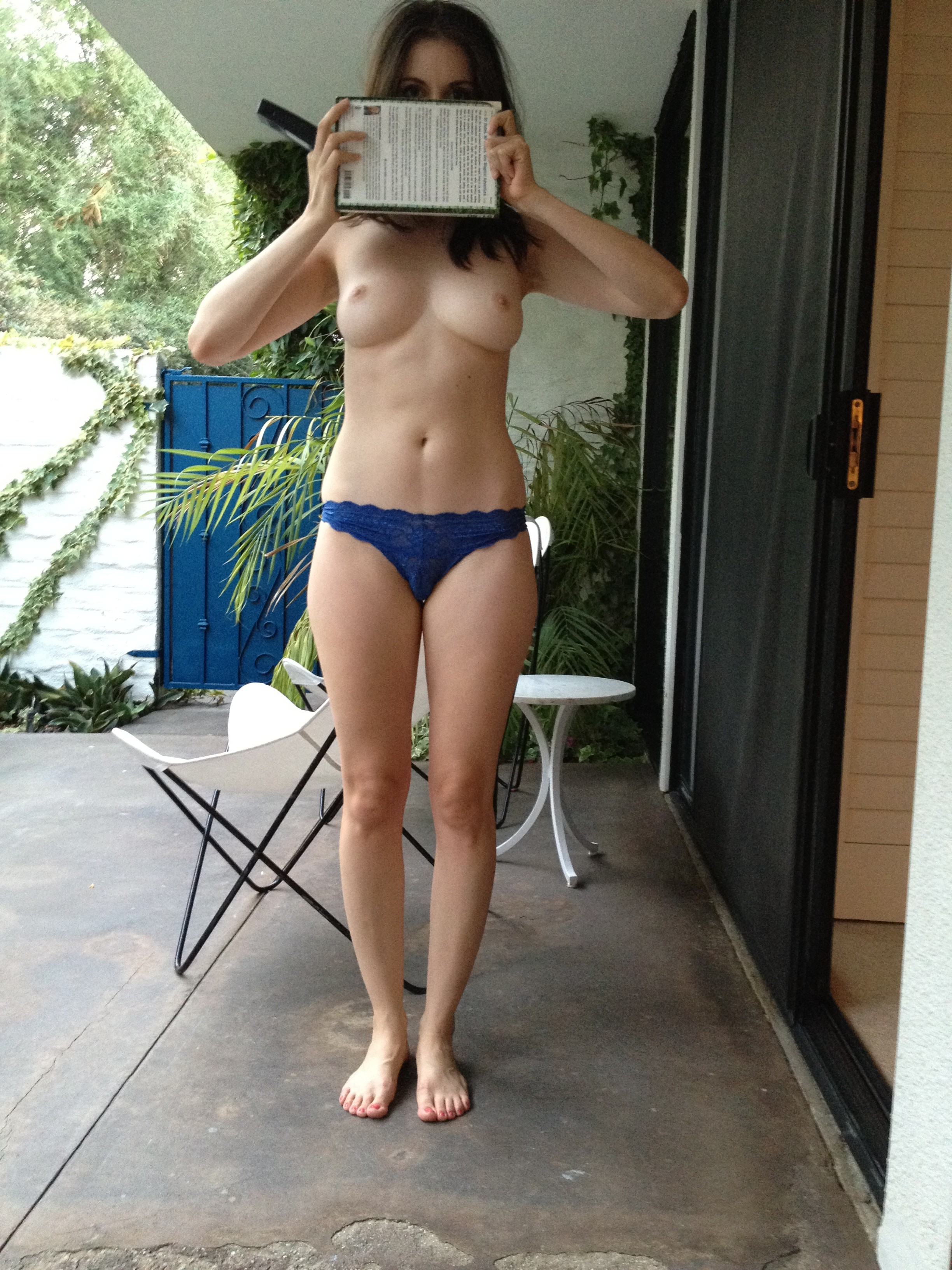 Alison Brie Nuda nude - pics of alison brie nude, naked, topless, oops