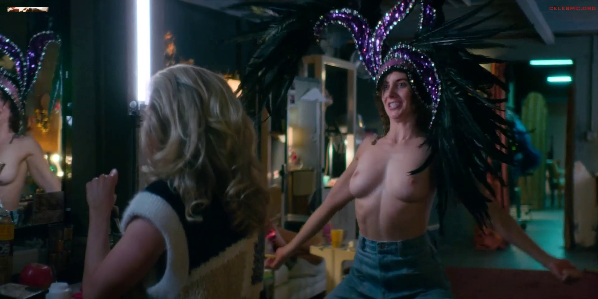 Alison Brie Glow Boobs alison brie nude, naked - pics and videos - imperiodefamosas