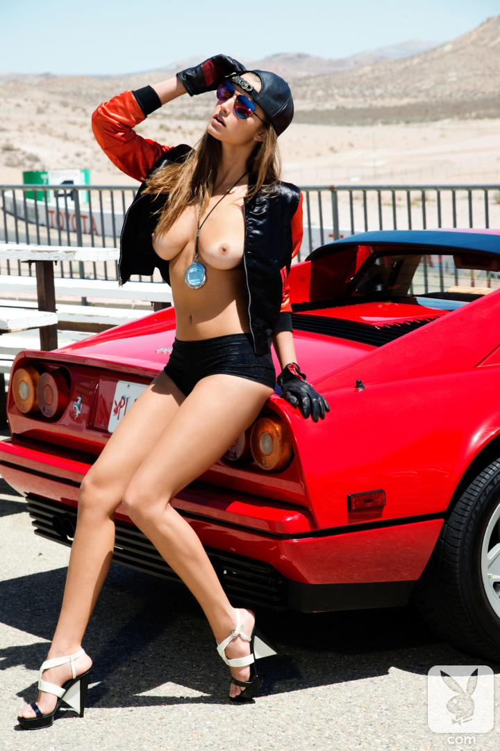 cars-and-naked-girls-posing