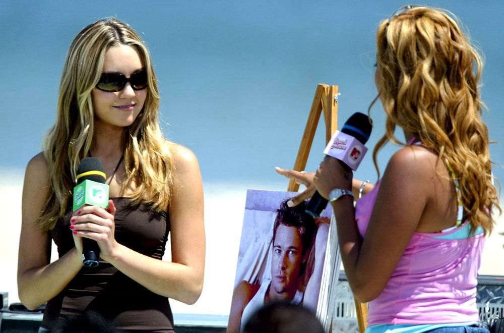 Future where Amanda bynes en bikini