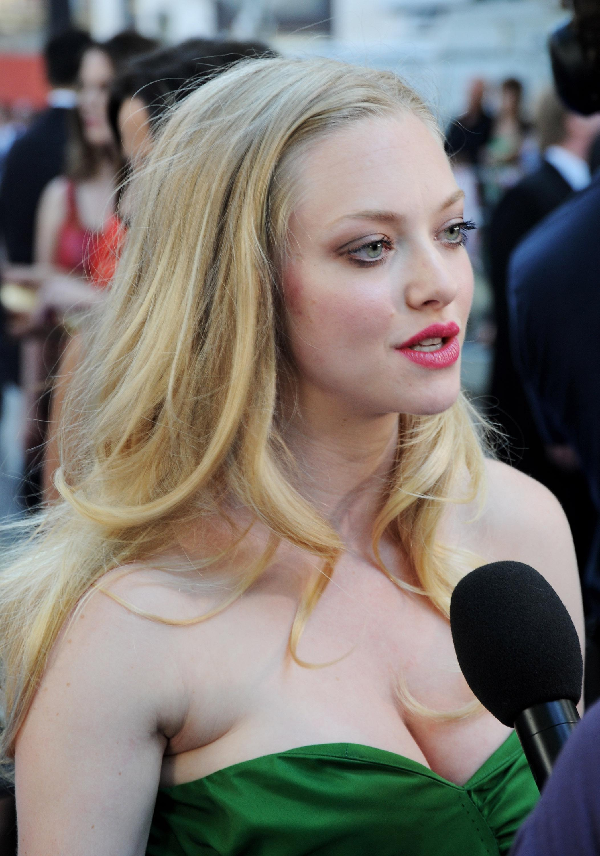 Amanda Seyfried Nude - Page 14 Pictures, Naked, Oops -4352