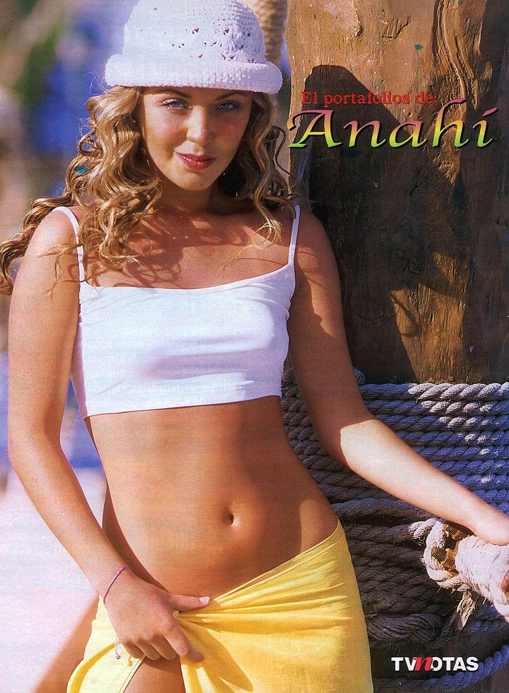 Anahi Desnuda