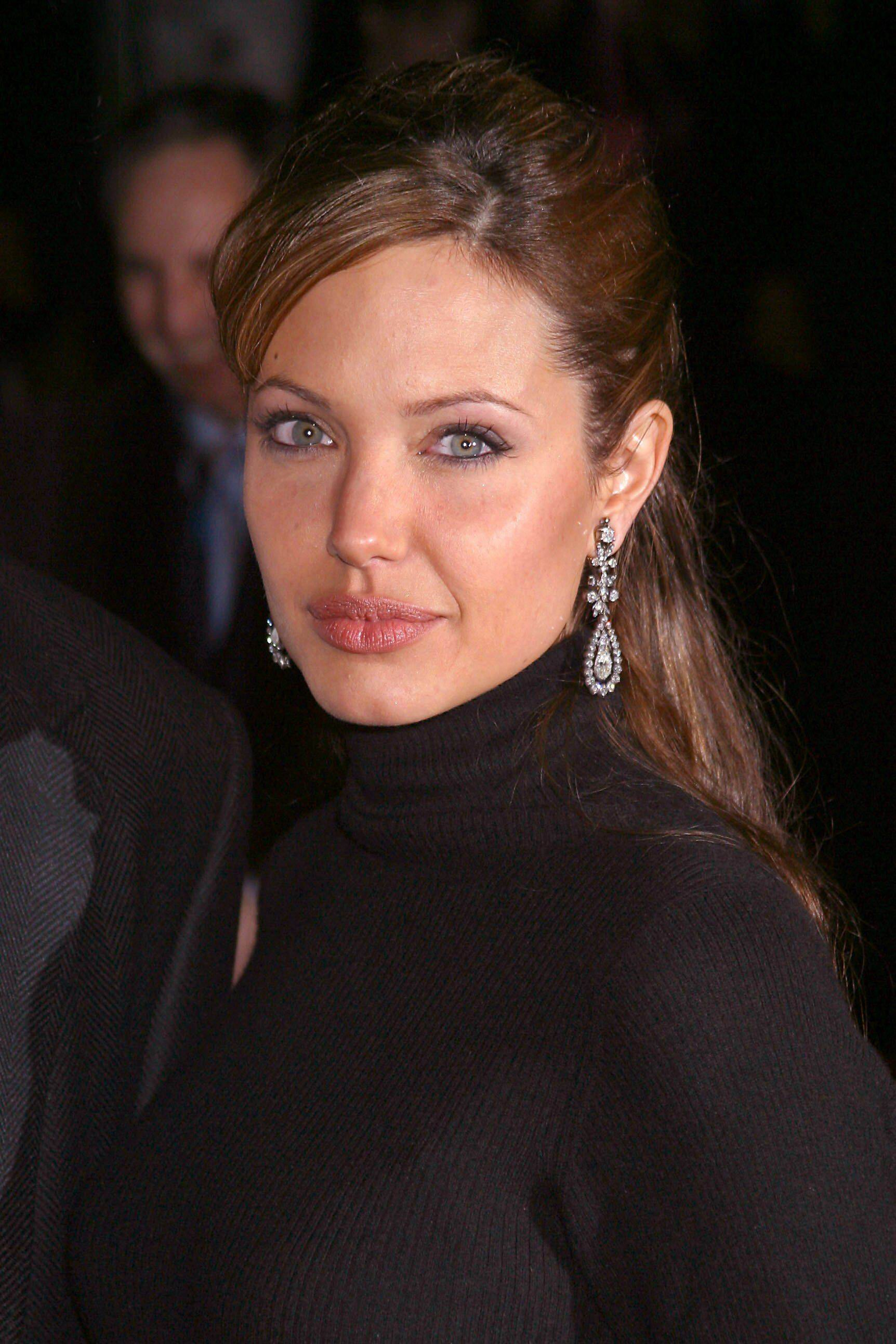 Angelina jolie y beowolf escena desnuda