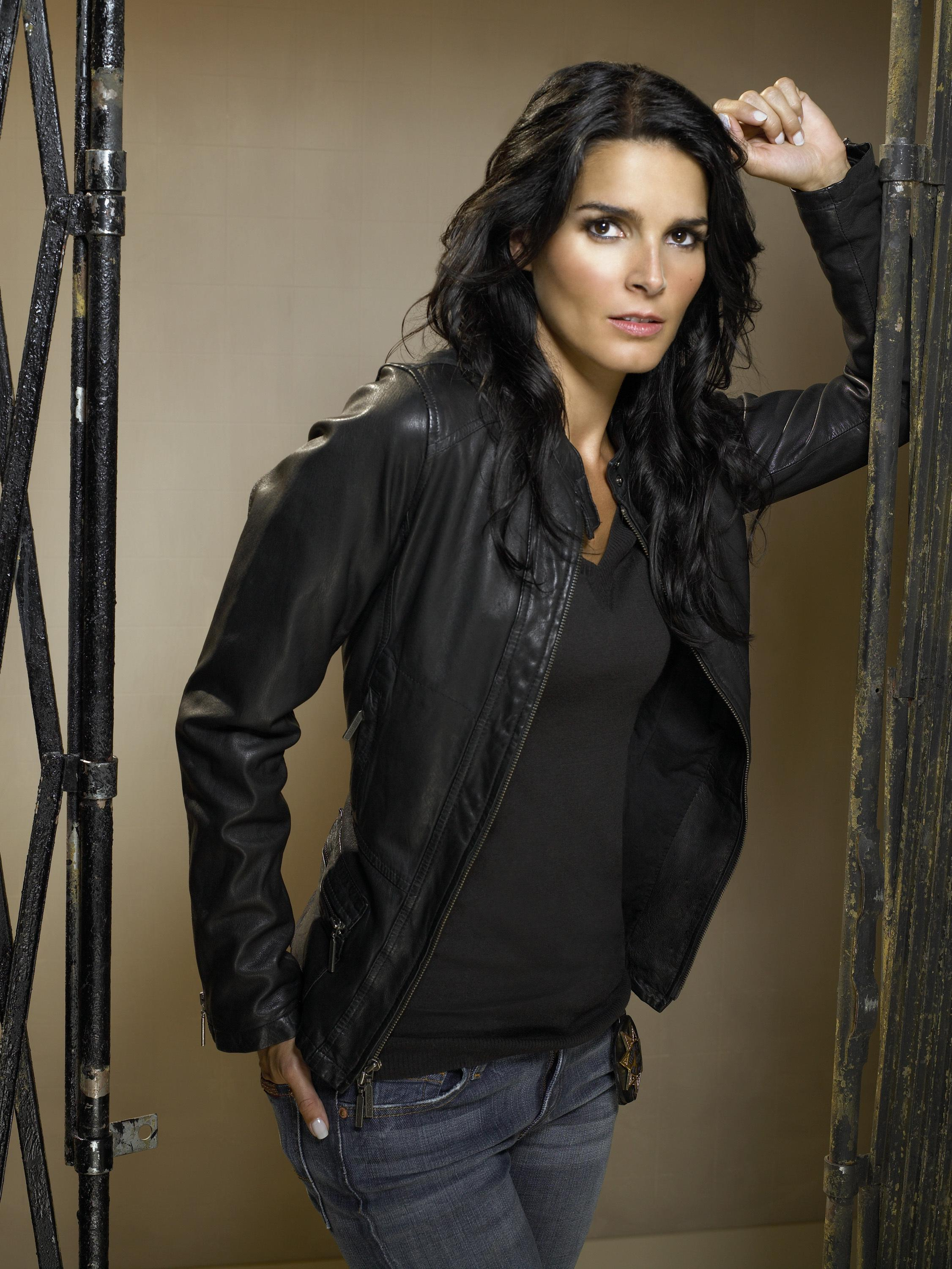 Angie harmon nude covered rizzoli and isles - 2 9
