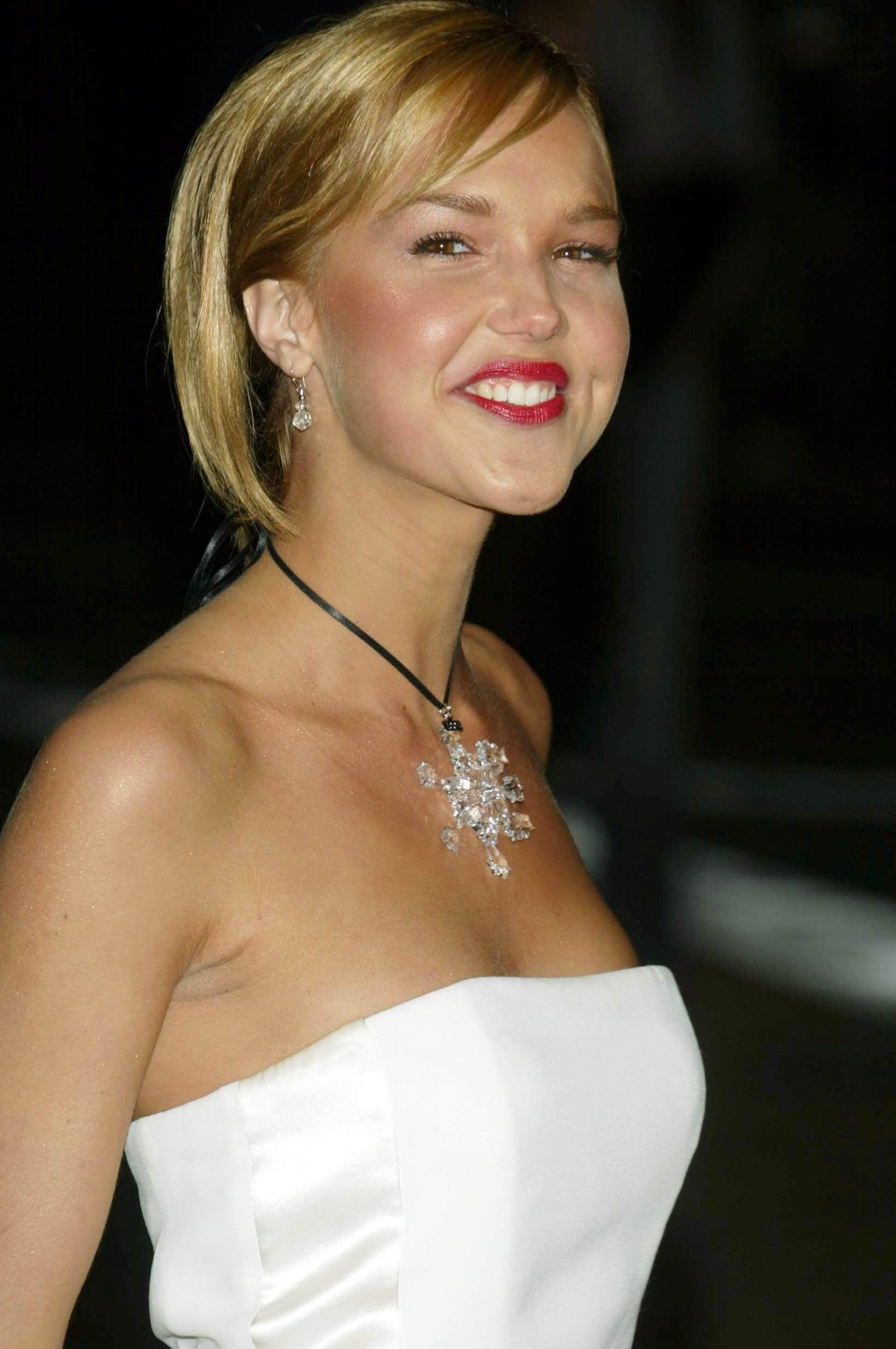 Arielle Kebbel - Page 5 pictures, naked, oops, topless ...