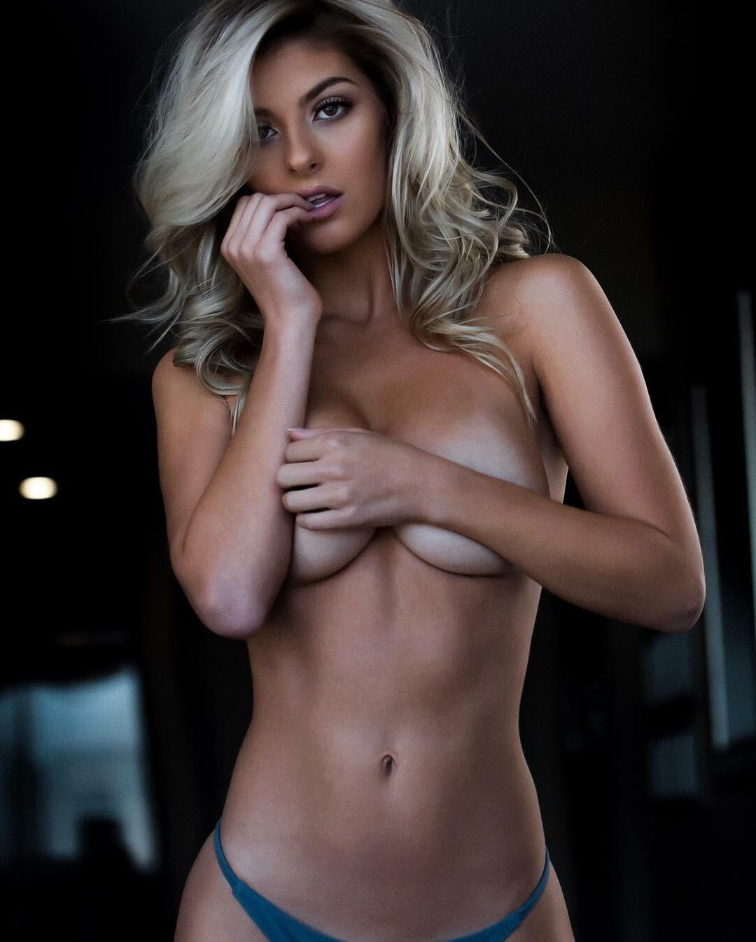 nackt Marie Dickerson Ashley Ashley Marie