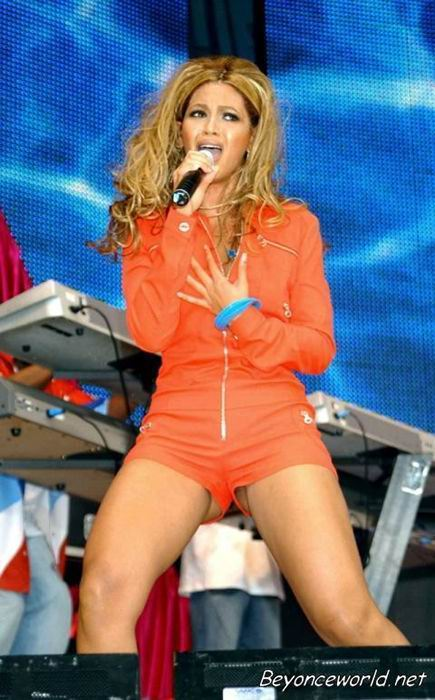 Beyonce Nice Black Panty Upskirt On Stage For Your Fans