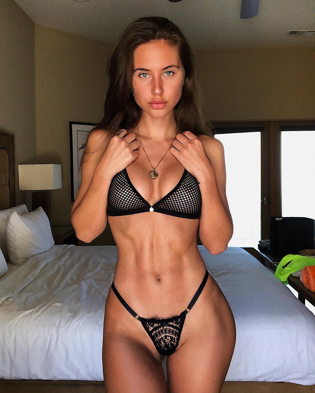 Manuela nackt