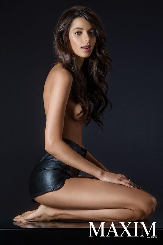 Lirio nude bruna Bruna