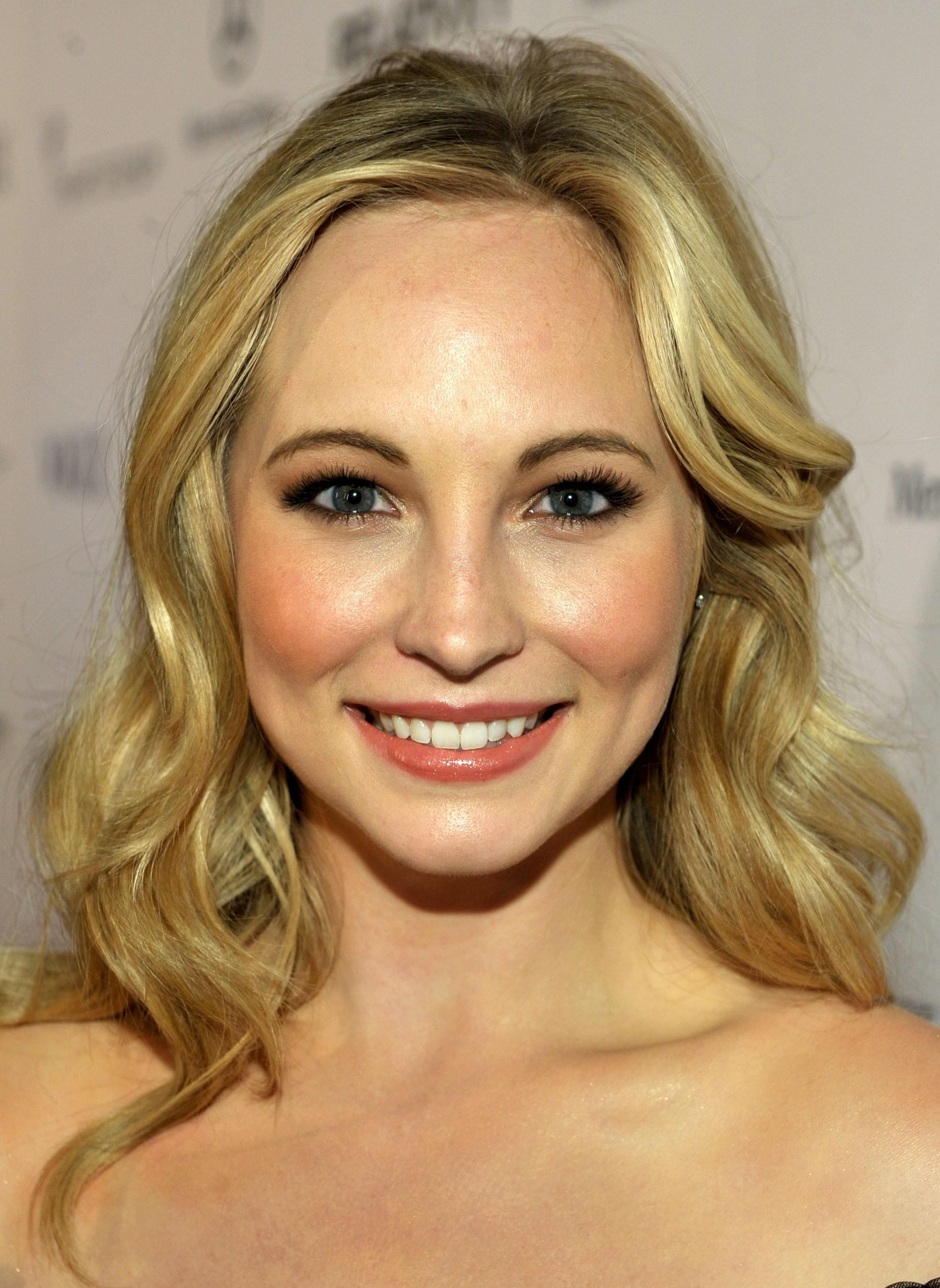 Candice King  nackt