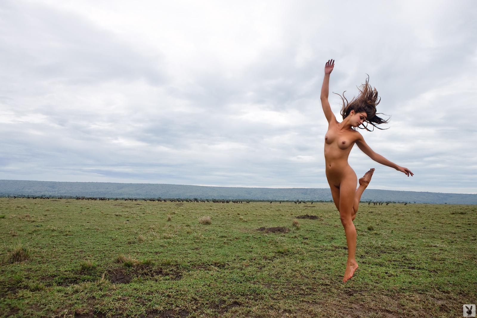 бегущая голая девушка порно видео что время