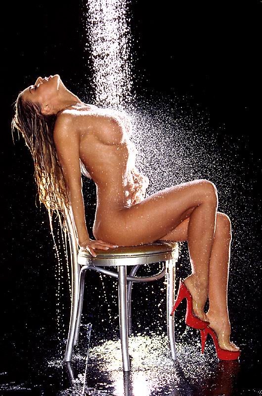 carmen-electra-sex-shower