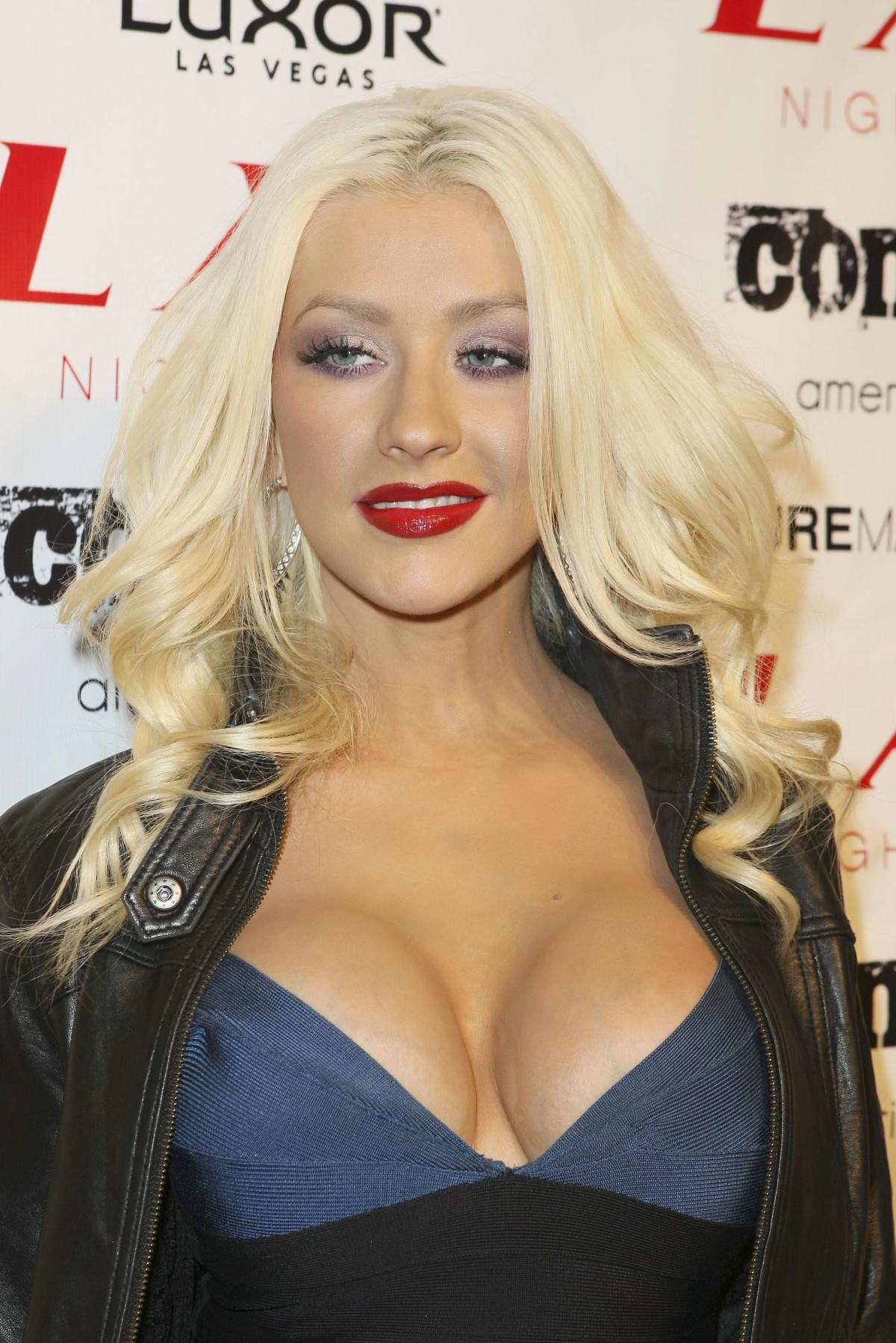 Christina Aguilera Bikini Pictures