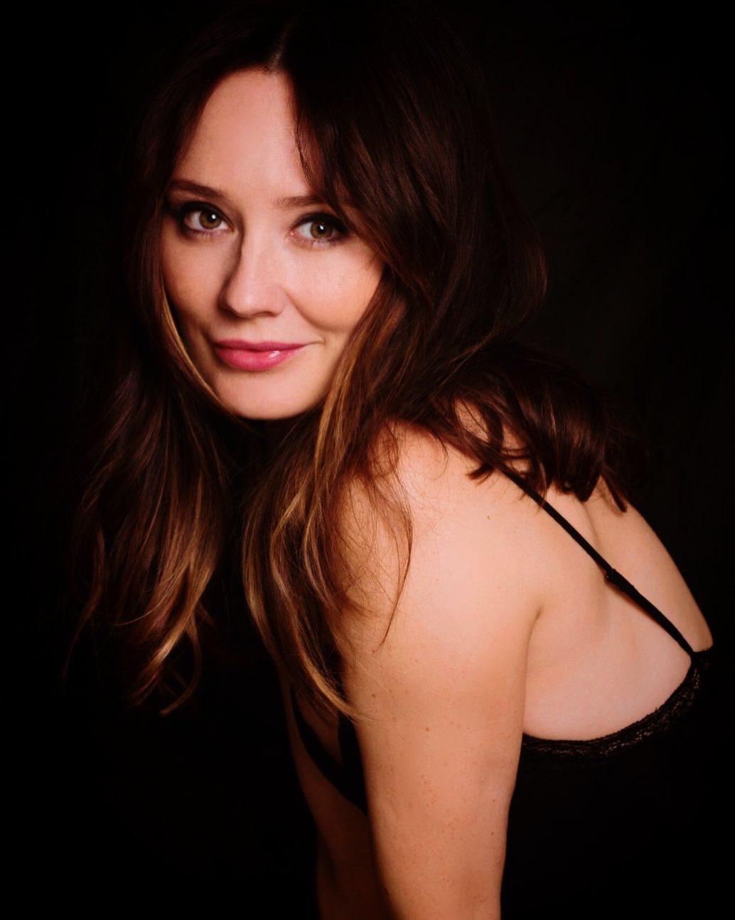 Claire Cooper  nackt