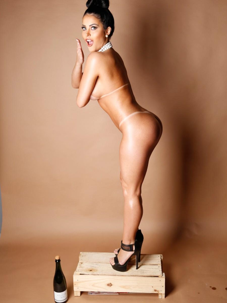 Khloe Kardashian Nude By The Pool
