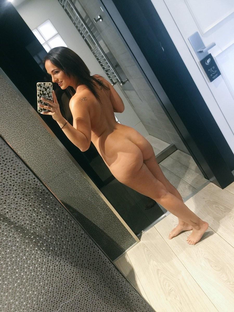 claudia bavel nude