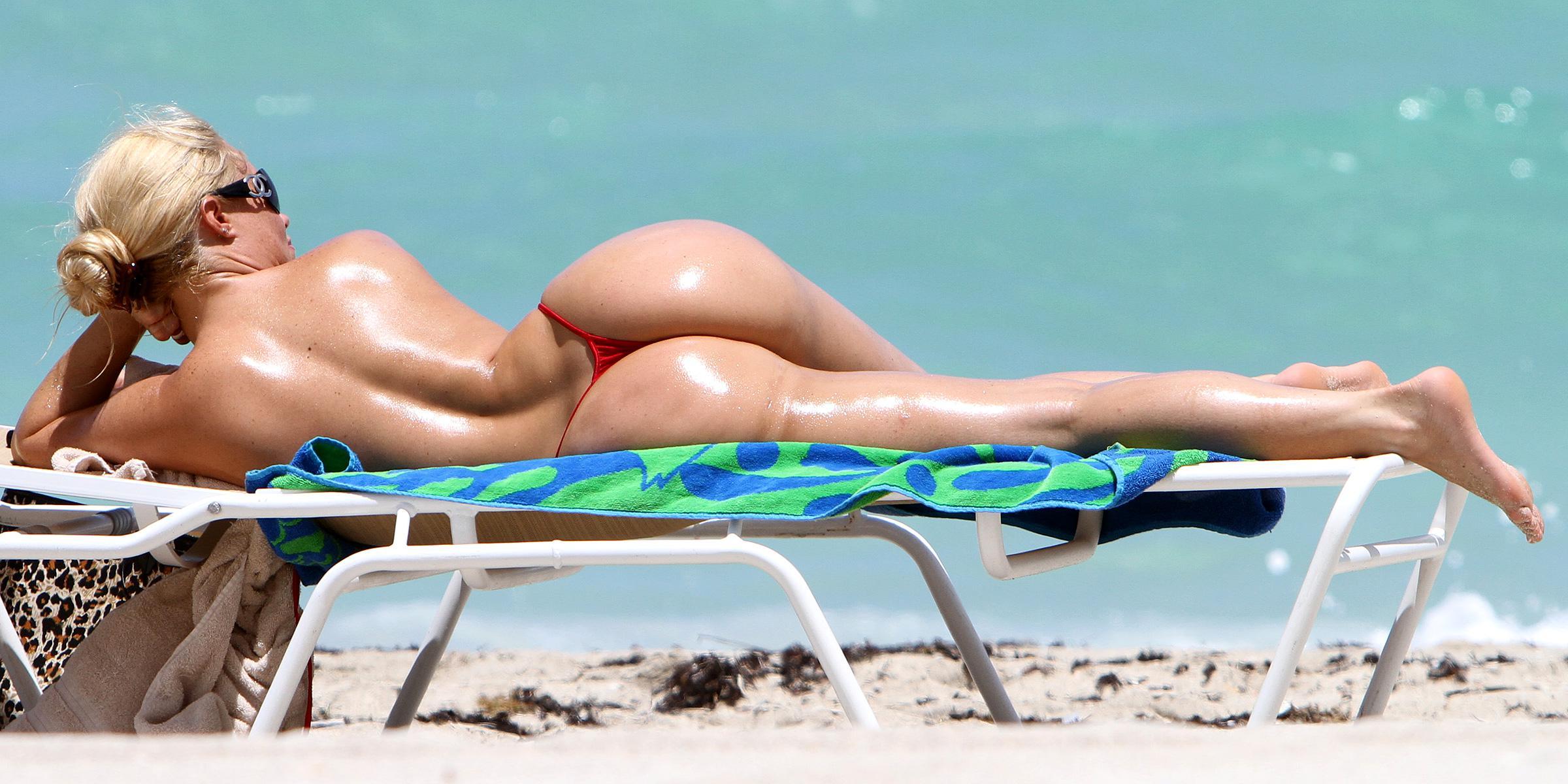 Nude woman of miami