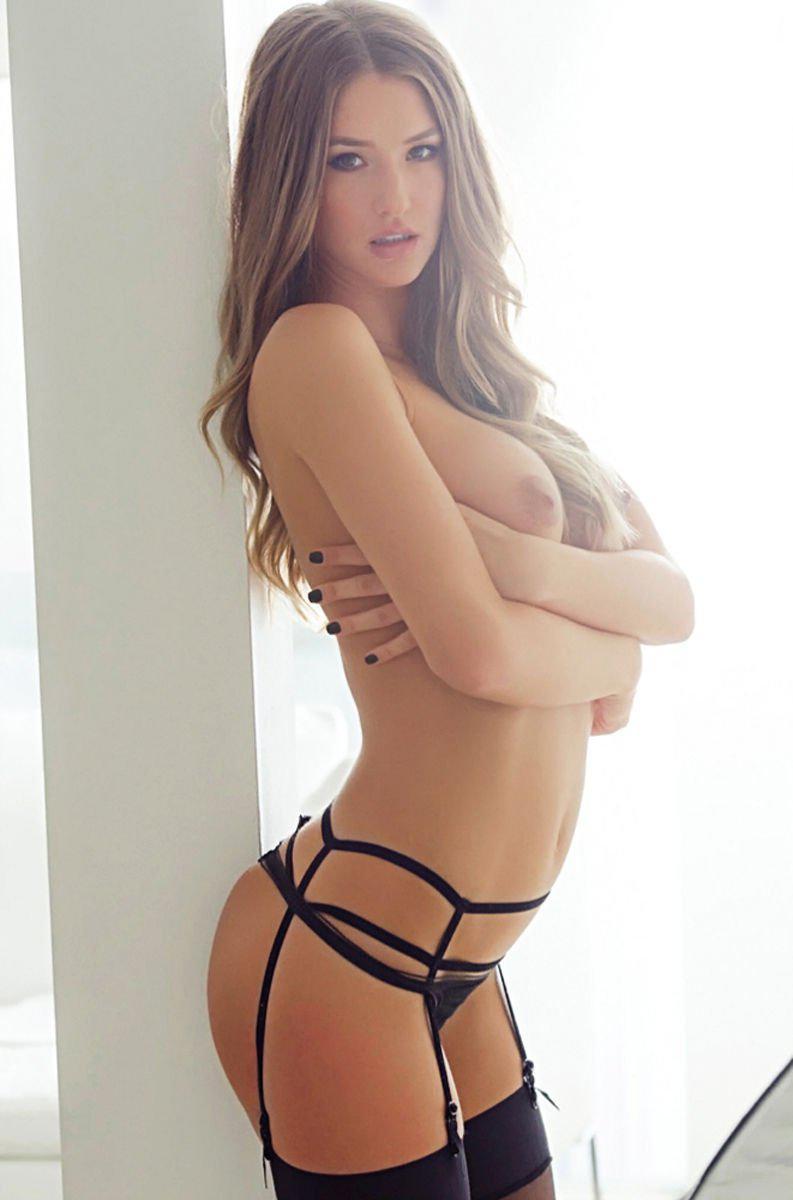 Nelli Hunter Long Legged Vixen Stripping Nude