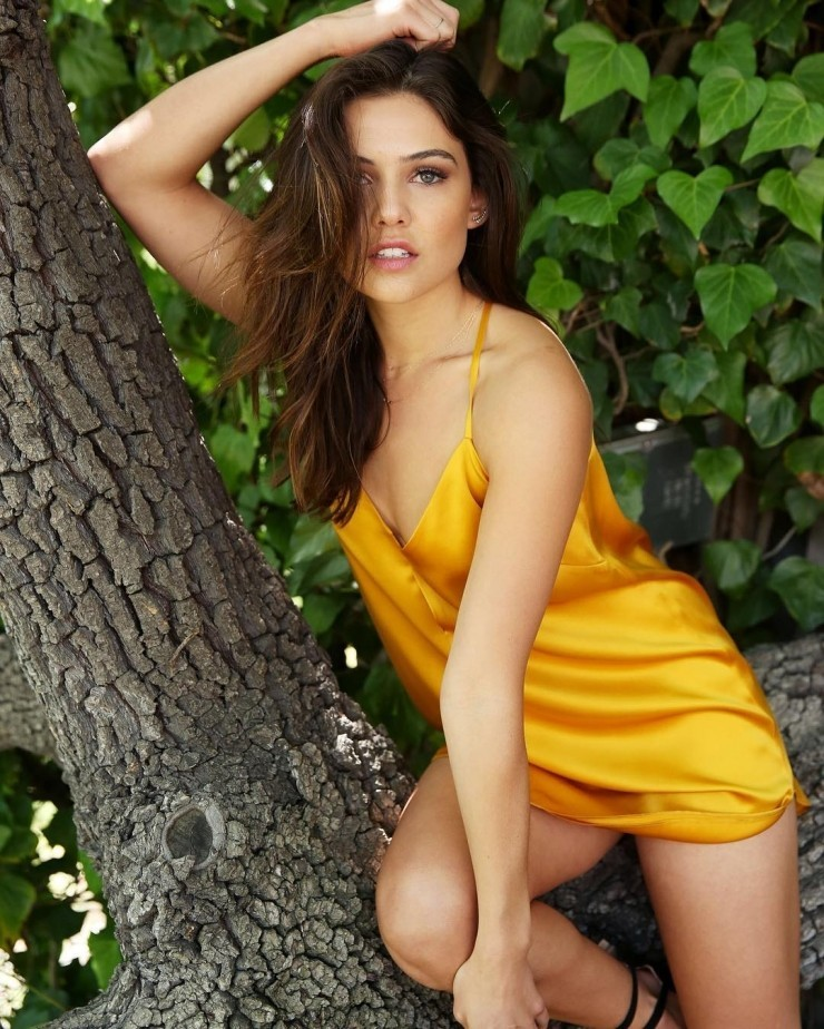 Naked danielle campbell Danielle Campbell