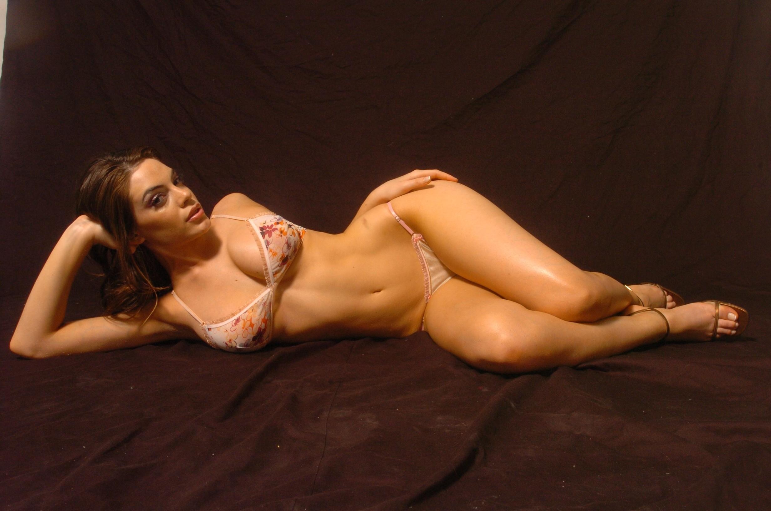 Emilia Attias En Topless Espectacular Modelo Argentina