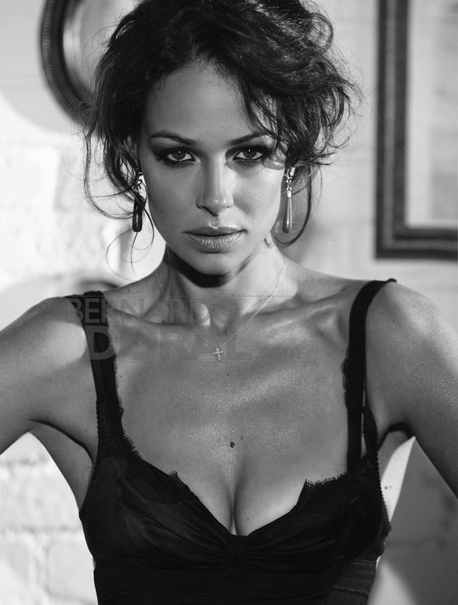 Nackt  Eva Gonzalez Eva Mendes