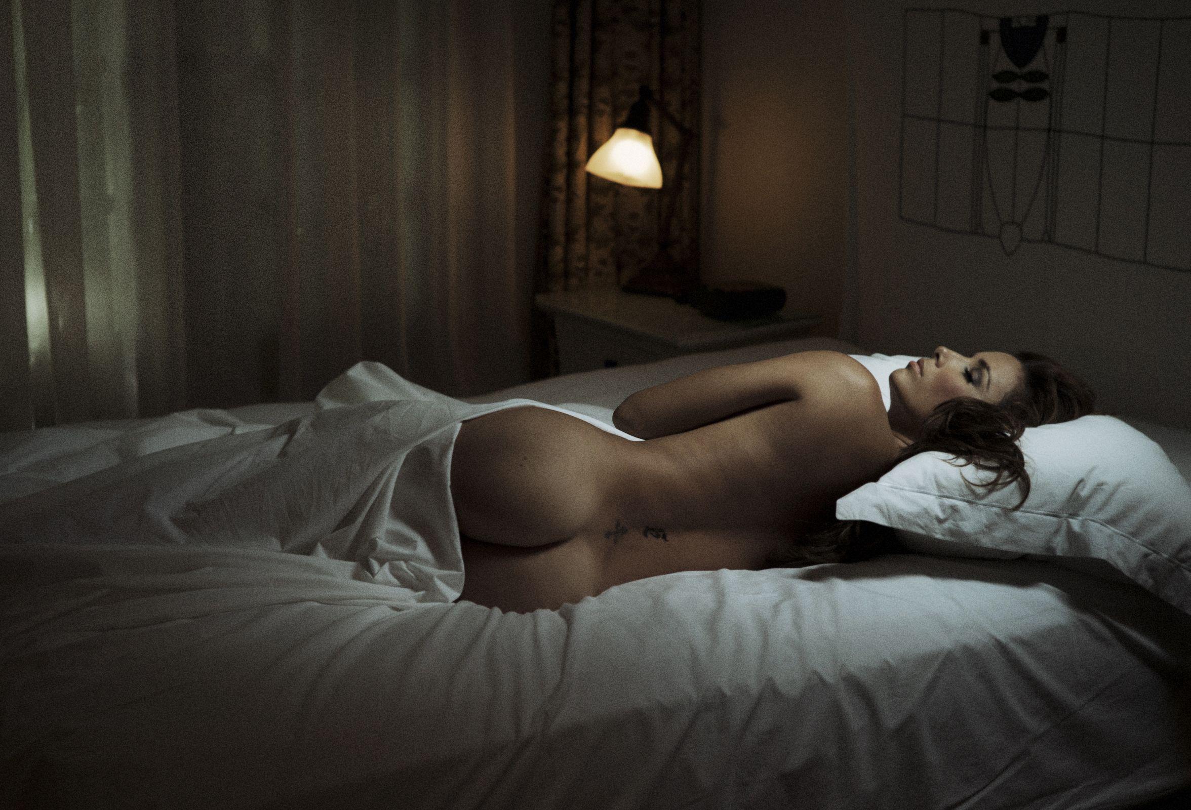 Секс спинкой кровати 18 фотография