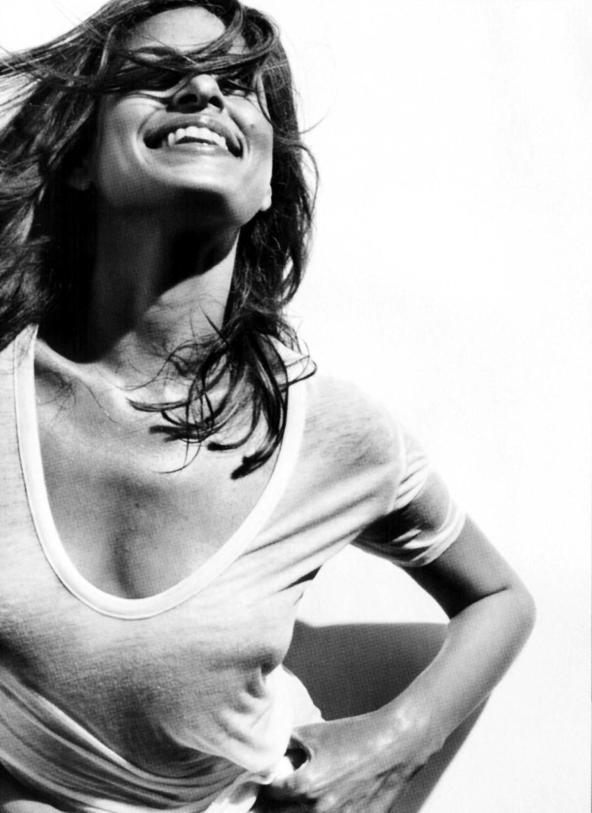 Eva Mendes - Fotos Desnuda - SexyFamosacom