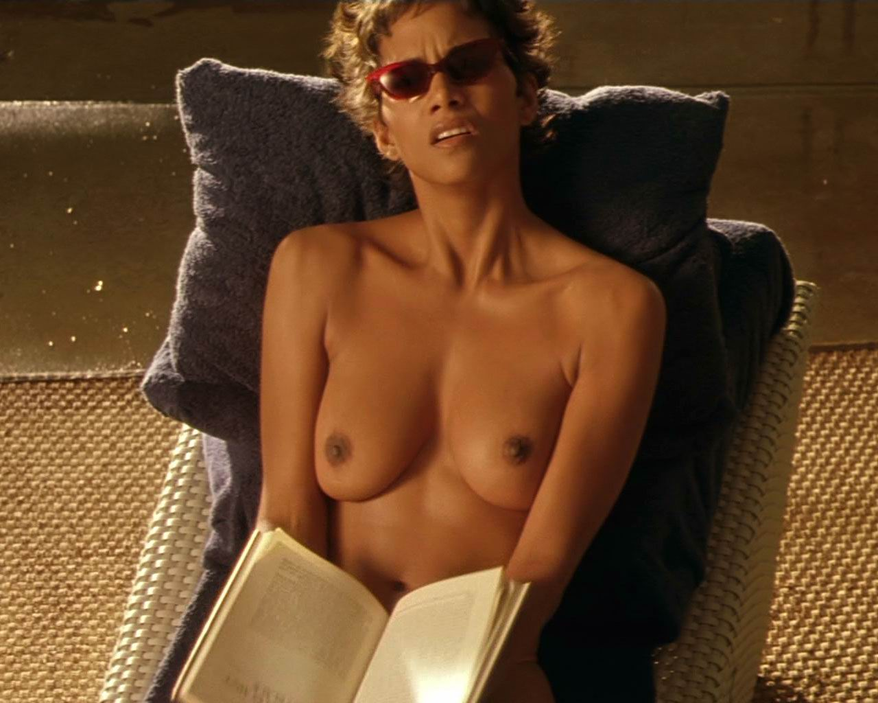 Halle barry porn naked erotic comic