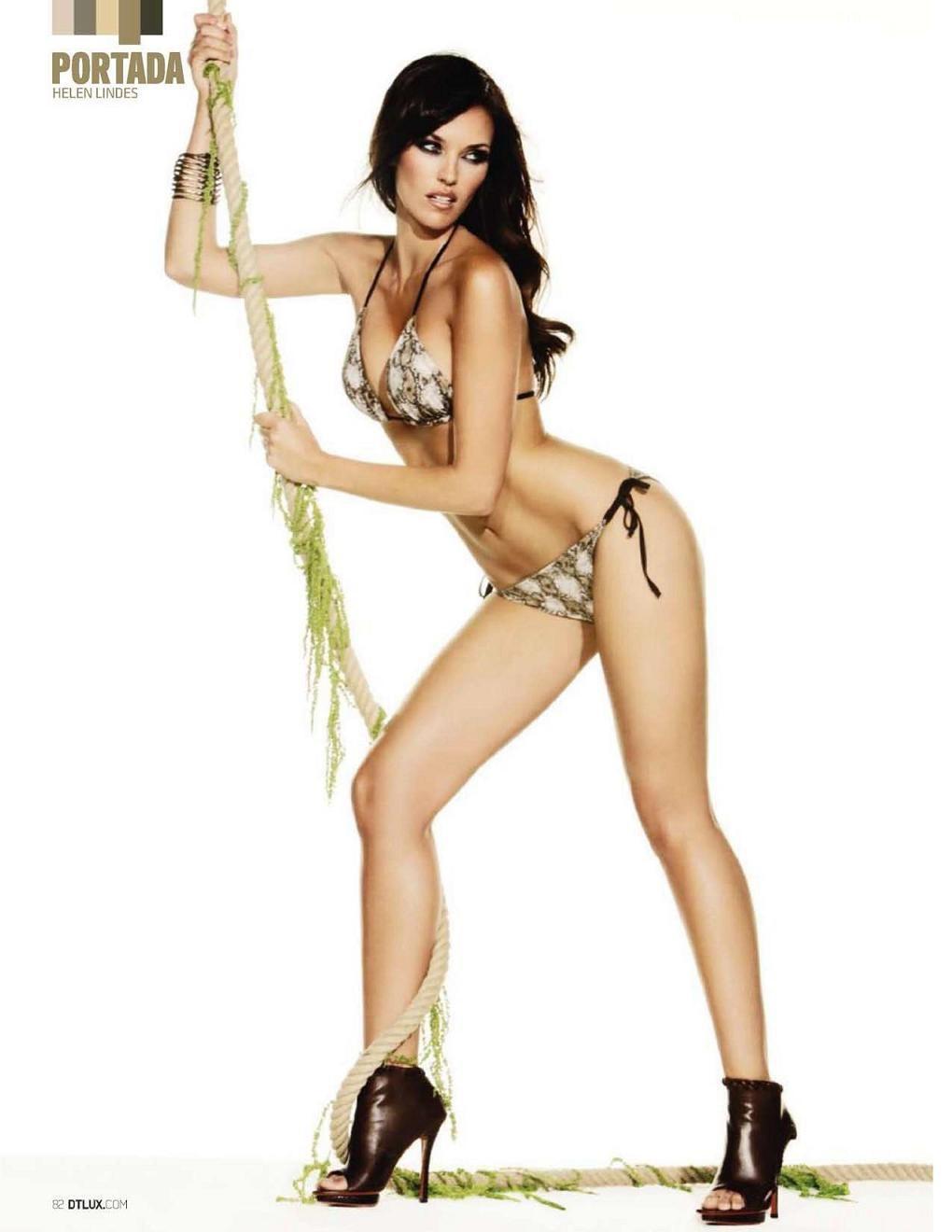 Sexy nude lesbian women having sex