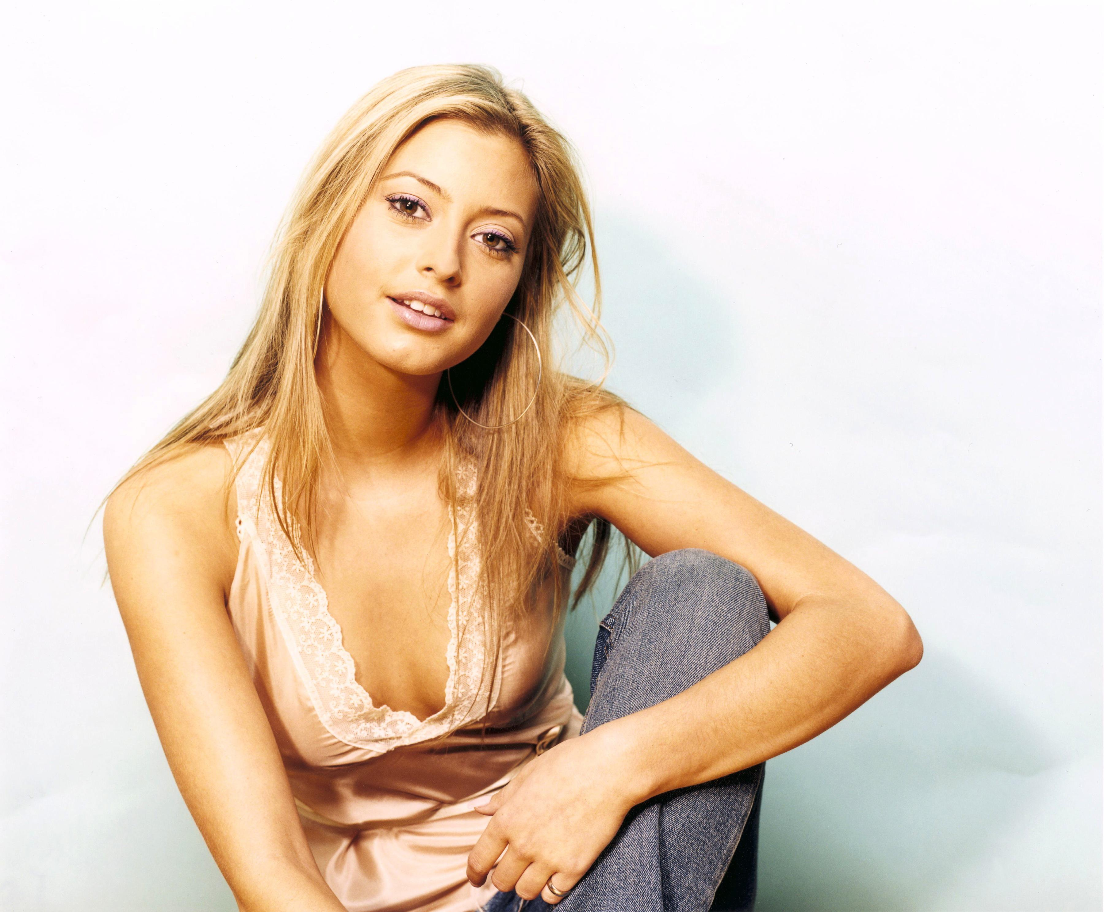 Hot nude wallpaper of holly valance