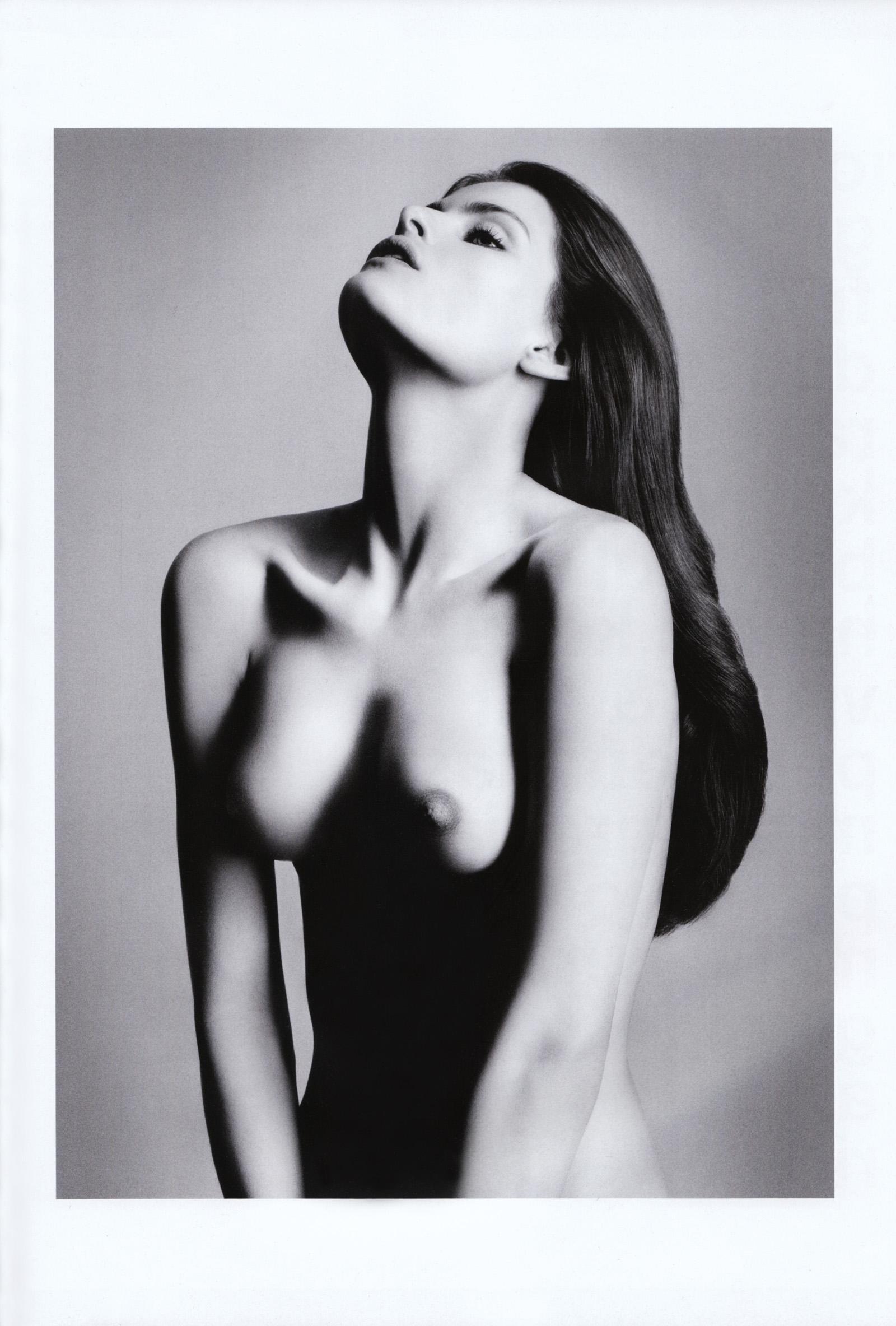 Isabeli fontana nude and topless photos