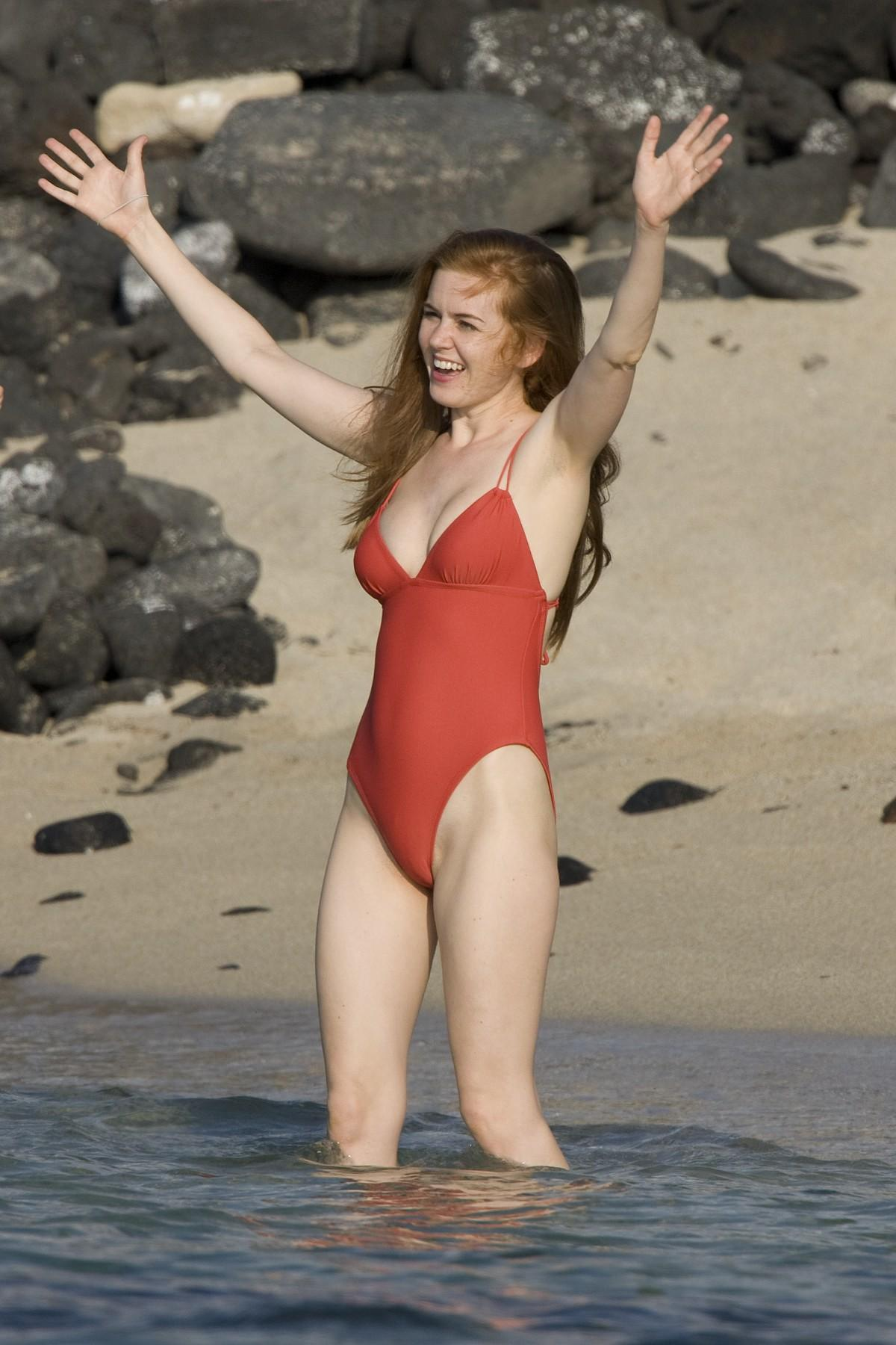Gal gadot isla fisher keeping up with the joneses - 5 8