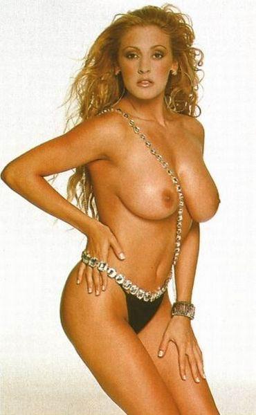 Armant  nackt Ivonne CurvyErotic Model