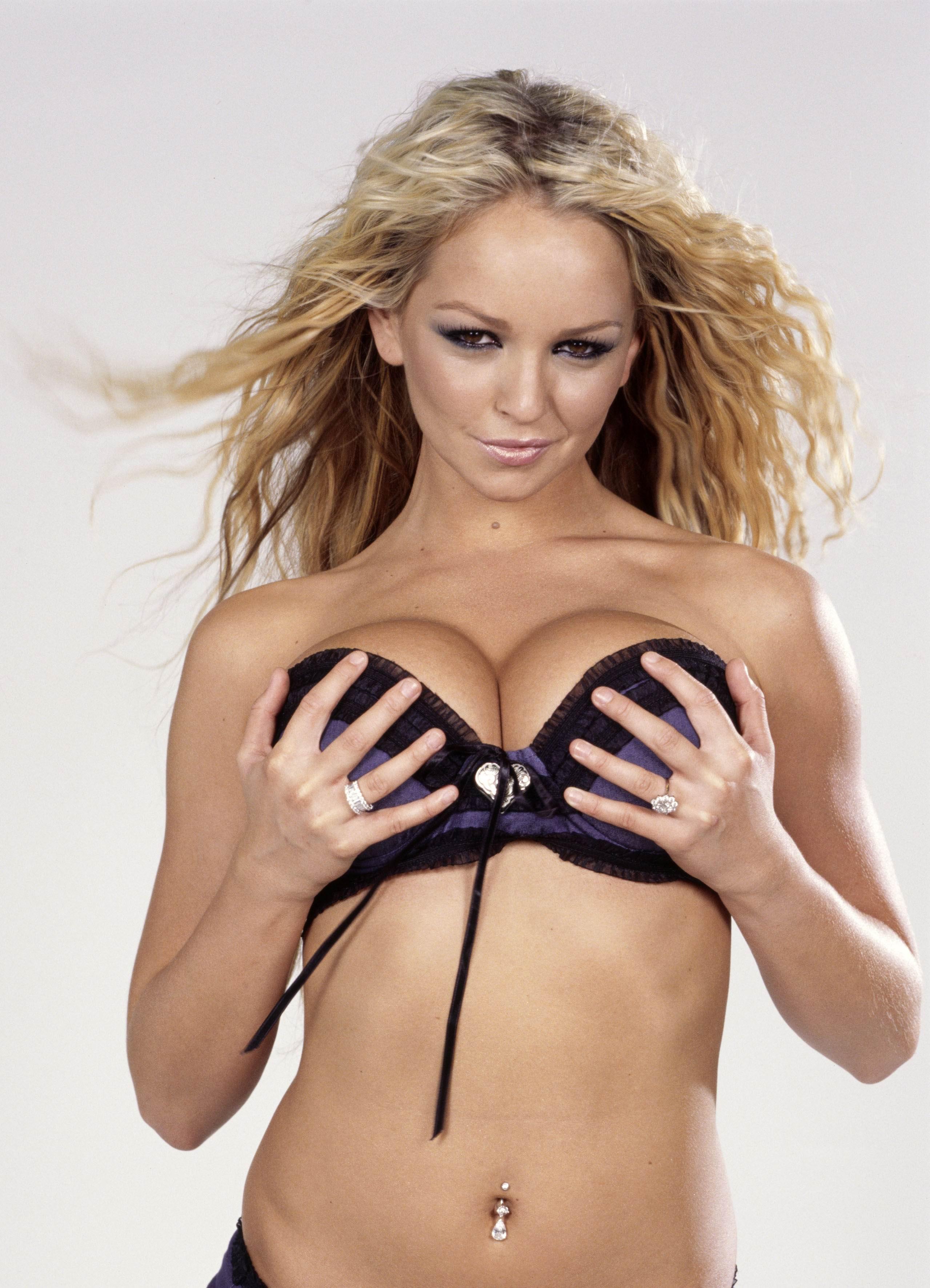 nude women finger ass