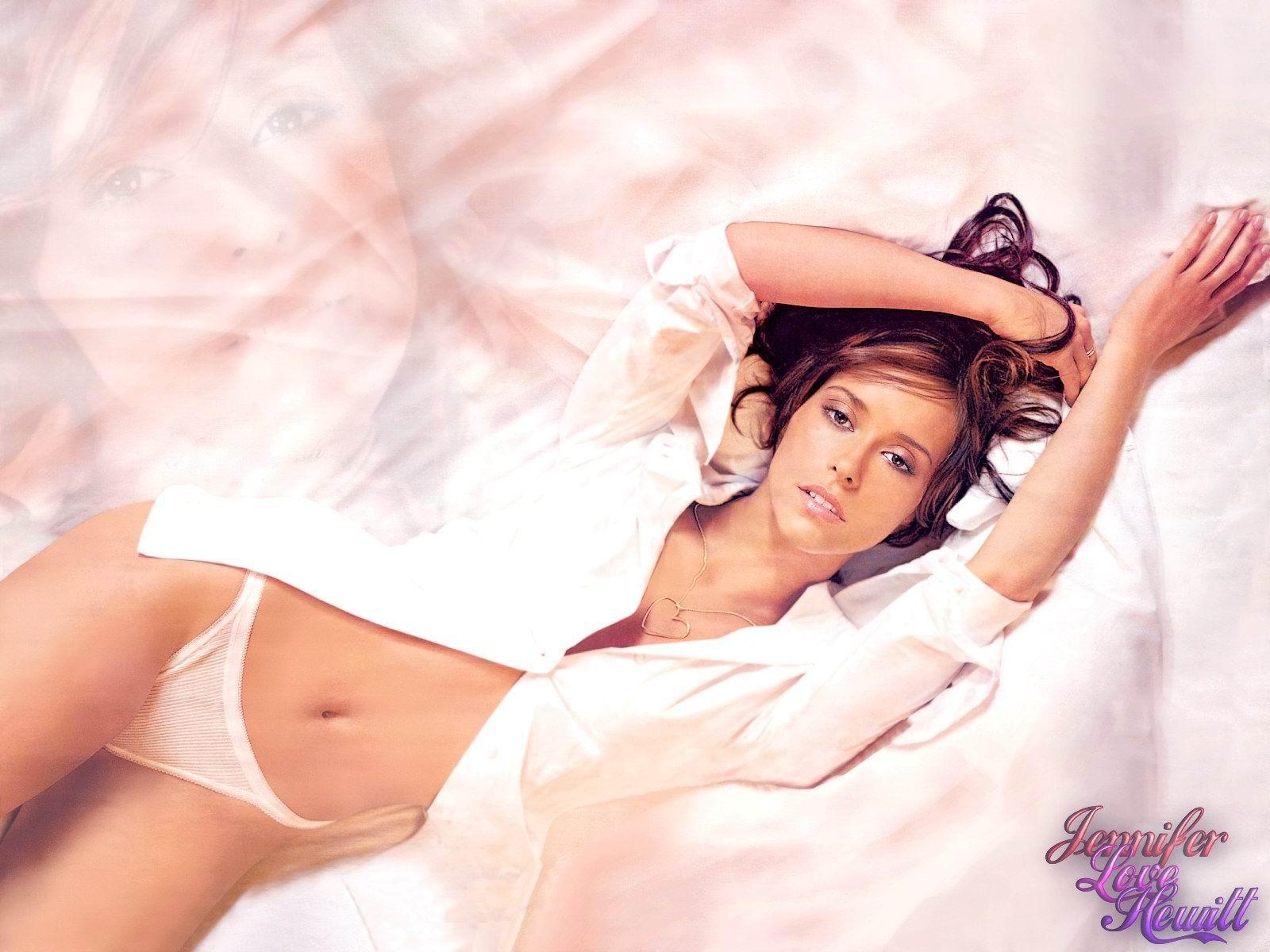 Jennifer Love Hewitt Nude in a Perfect