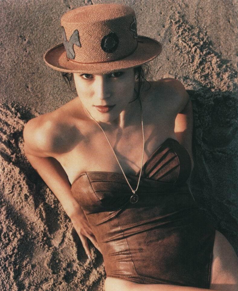 Jennifer Tilly nackt Bilder
