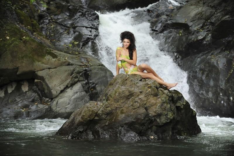 Jessica szohr kingdom s02e02 - 1 5