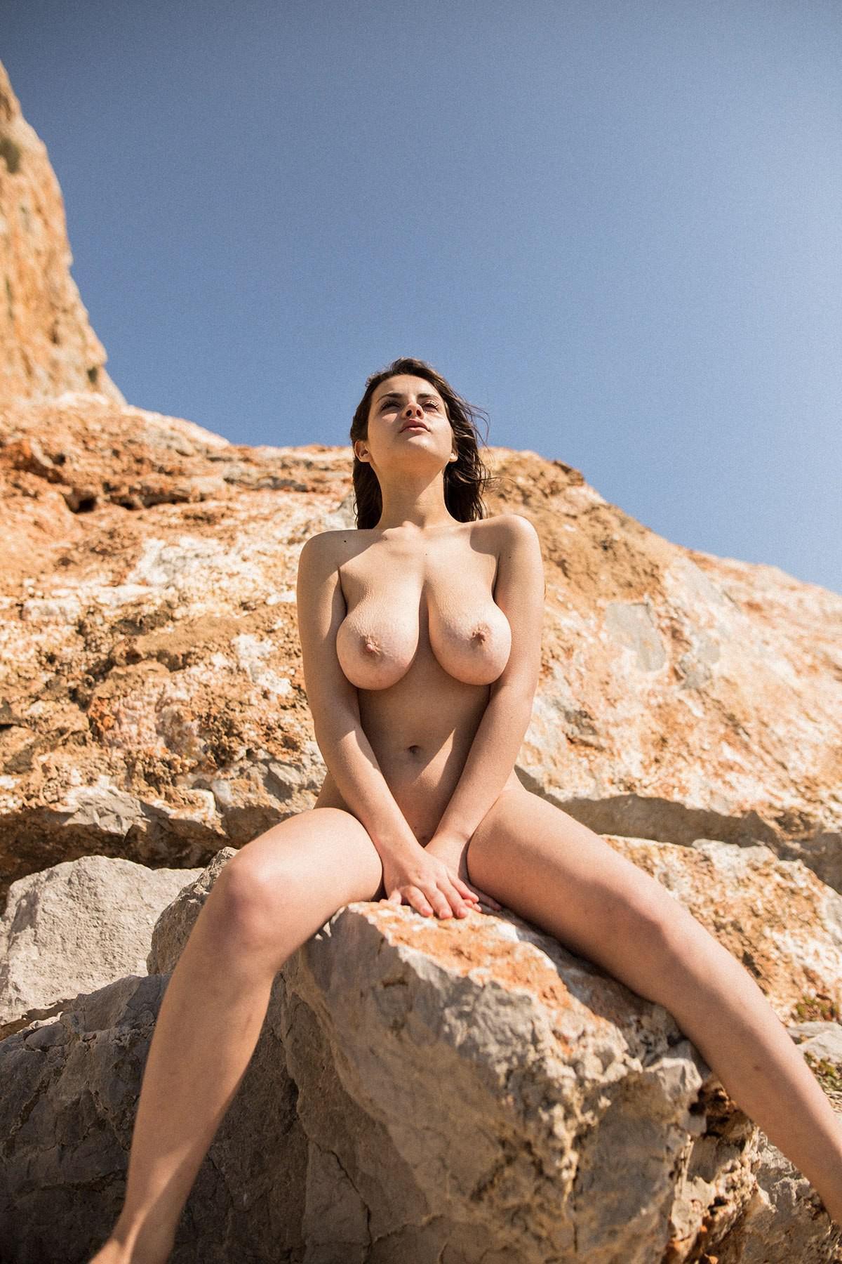 bouncing boobs nude fucking