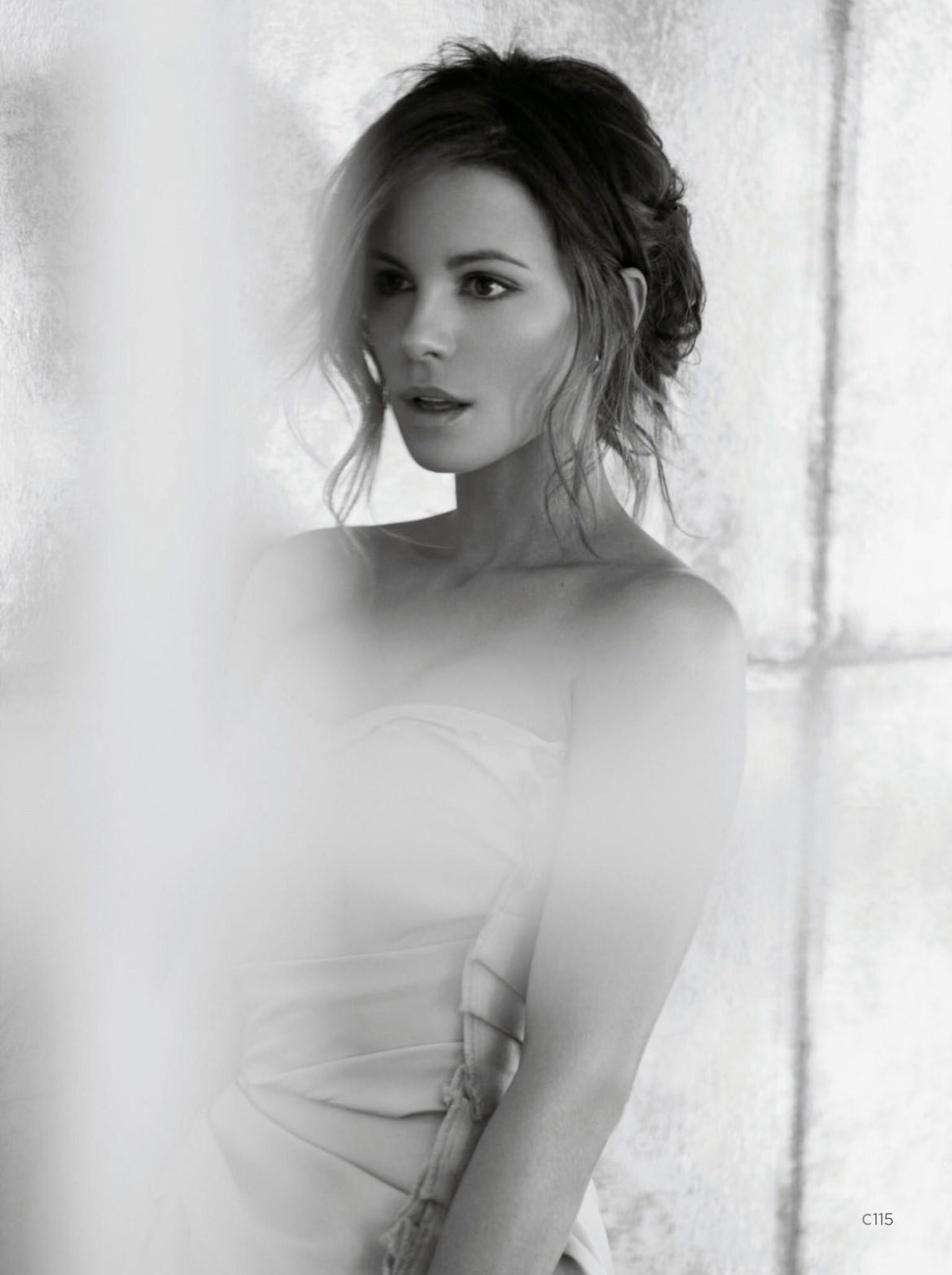 Kate Beckinsale con el pecho desnudo en una escena
