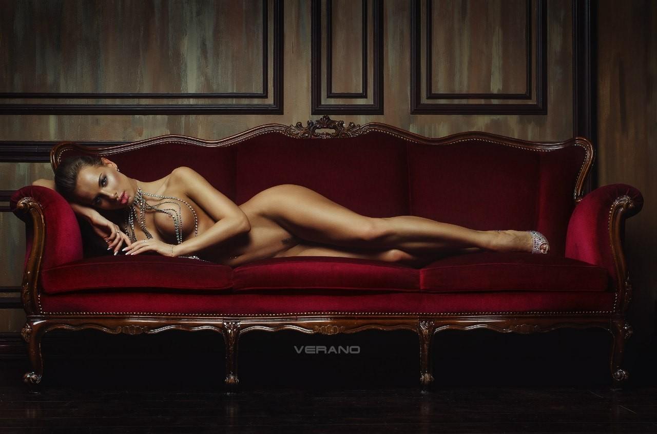goloy-zhenshini-golie-eroticheskie-foto-katerina-amerikanskih-domohozyaek-smotret