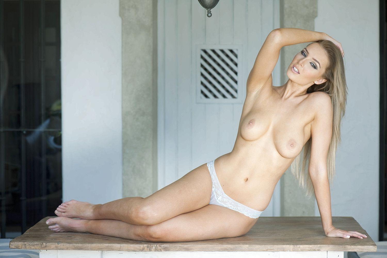 Vanessa anne hudgens posses nude