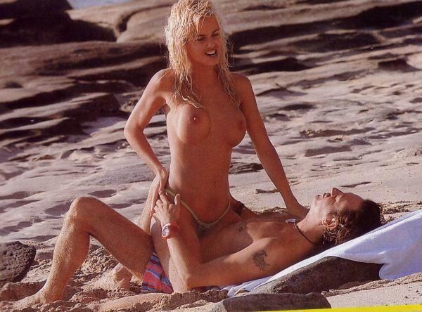 2 jovencitas de pezones duros en la playa 2 - 2 part 10