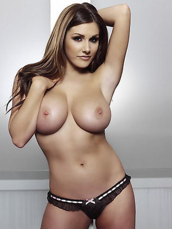 Lucy pinder completamente desnuda