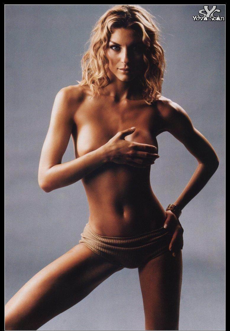 Claudia Lee Sexy in Bikini - 7 Photos photo