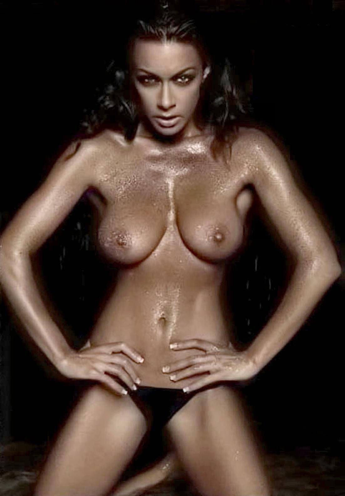melita-toniolo-bondage-pics-flashing-boobies-by-a-sign-pictures