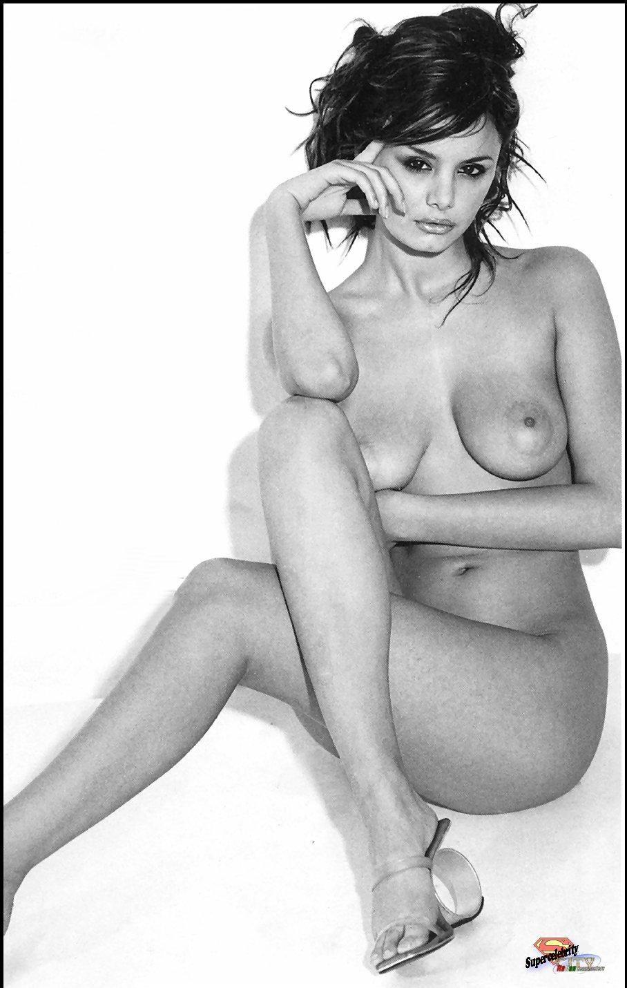 Bruni Nude Pics 48