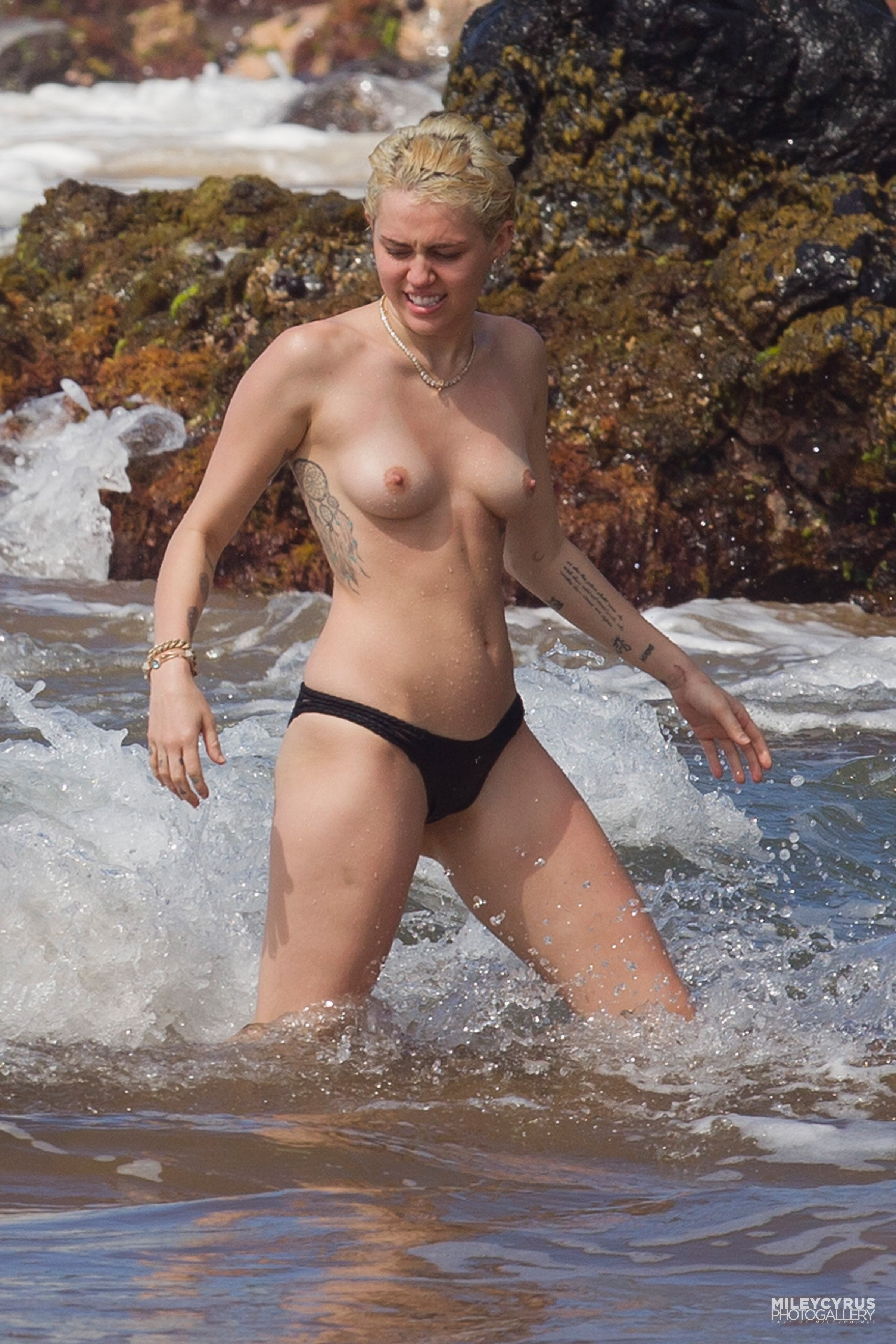 Farmington maine topless uncensored pictures, college dorm shower nudetures